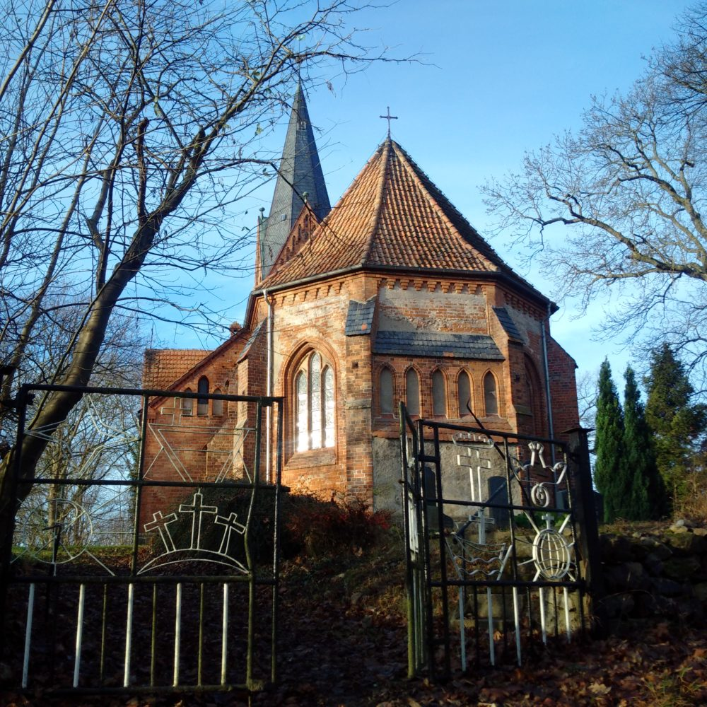 Kirche Klaber mit Tor